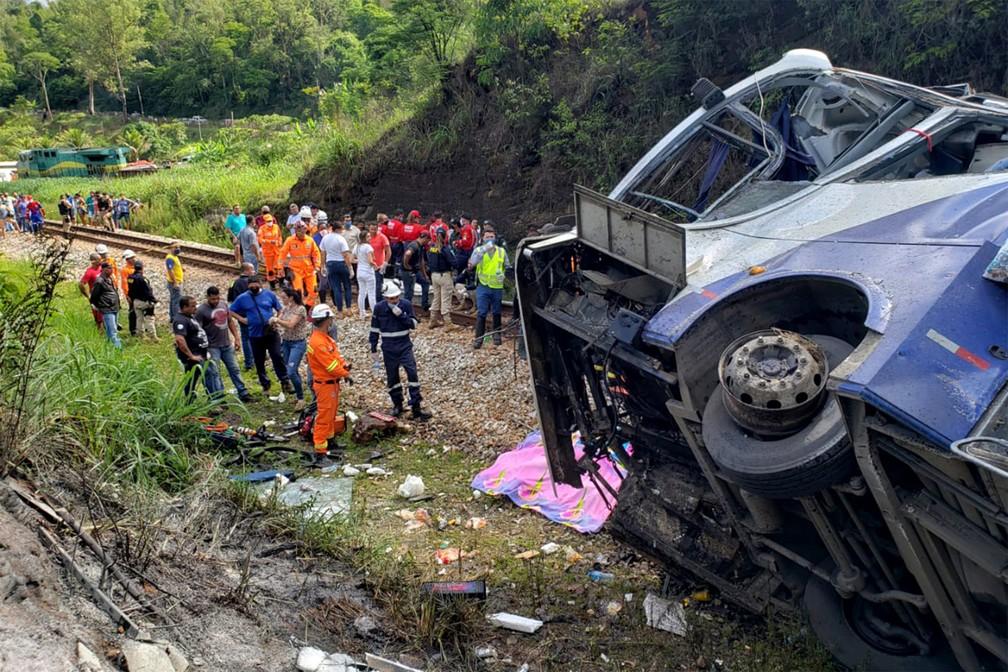 Sobe para 19 número de mortos em acidente de ônibus de Mata Grande em  Minas Gerais; 14 identificados